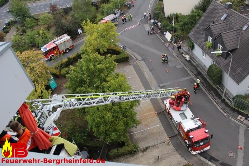 Übung: Mit Drehleiter aus dem 6. Stock gerettet