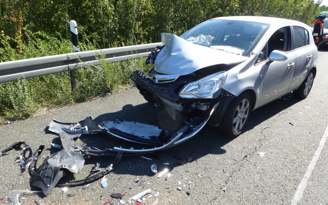 Verkehrsunfall PKW+LKW auslaufende Betriebsstoffe
